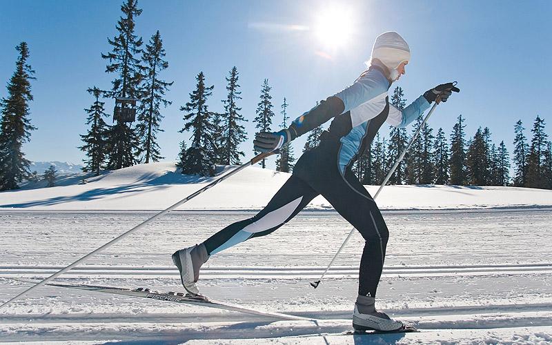 На рост 150 см в комплекте: лыжи, ботинки, лыжные палки, крепления для лыж
